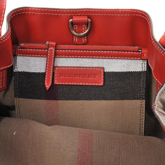 Burberry Tote in red Image 4