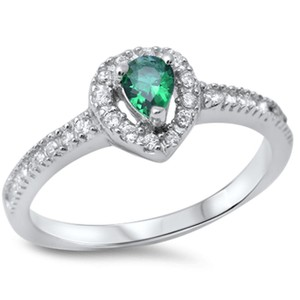 9.2.5 Very nice green emerald cocktail ring size 8