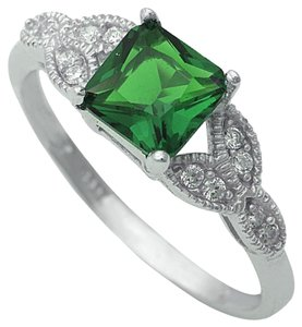 9.2.5 Unique green emerald antique style ring size 6