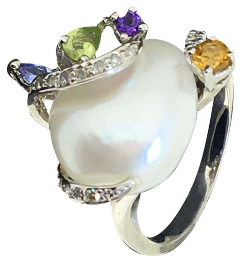 Preload https://img-static.tradesy.com/item/20101580/18k-white-gold-pearl-diamonds-ring-0-2-540-540.jpg