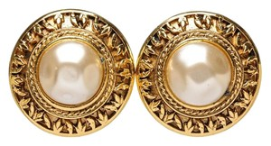 Chanel Chanel Gold with Faux Pearl Vintage Round Clip On Earrings