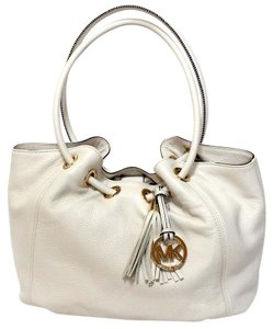 MICHAEL Michael Kors Ring Pebble Leather Tote in VANILLA