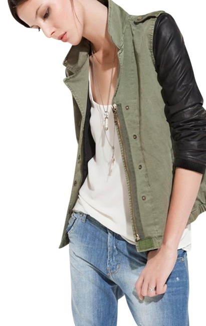 Item - Green and Black L Sleeves Jacket Size 12 (L)