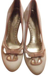 Nine & Co. Tan, cream Pumps