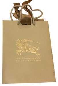 Burberry gift bag and tissues