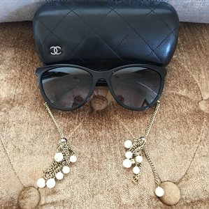 Chanel Chanel CC Cat-Eye Hanging Pearl Sunglasses