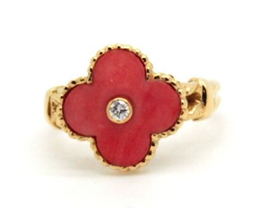 Van Cleef & Arpels 18k yellow Gold and pink coral vintage Alhambra ring
