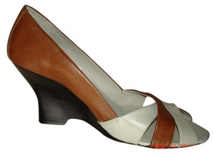 Kenneth Cole Reddish Brown Wedges