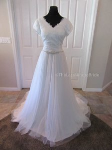 Allure Bridals M542 Wedding Dress