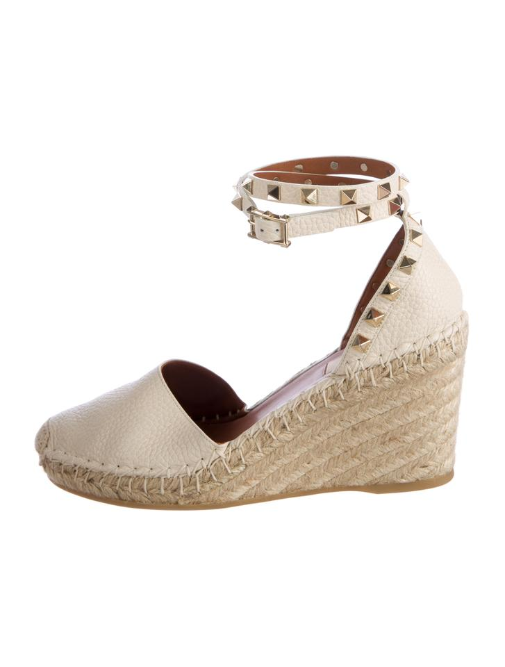 dd78d3a88b9 Valentino Cream Creme Pebbled Leather Rockstud Espadrille Wedges Sandals  Size US 8