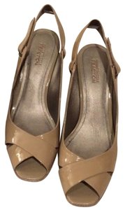 Kenneth Cole Reaction Tan, taupe Wedges