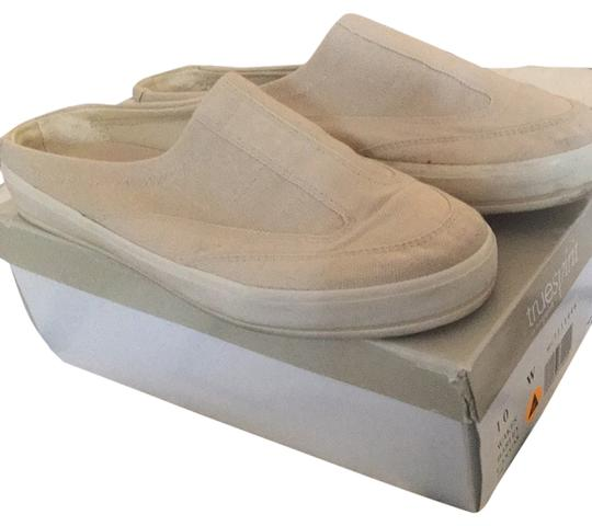 Preload https://item4.tradesy.com/images/easy-spirit-beige-wakes-barley-cancas-sneakers-size-us-10-wide-c-d-2011633-0-0.jpg?width=440&height=440
