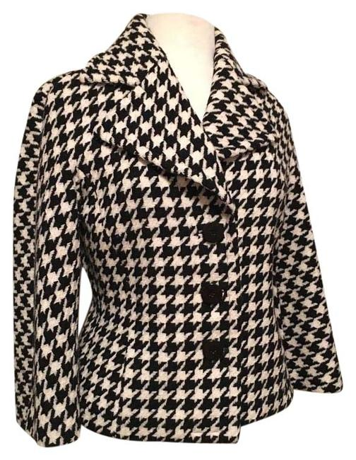 Preload https://img-static.tradesy.com/item/20118587/dana-buchman-blkcreme-houndstooth-3-button-wool-wide-notched-collar-flared-sleeves-cropped-blazer-si-0-1-650-650.jpg