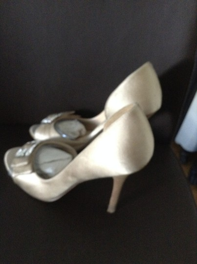 Guess Taupe Pumps