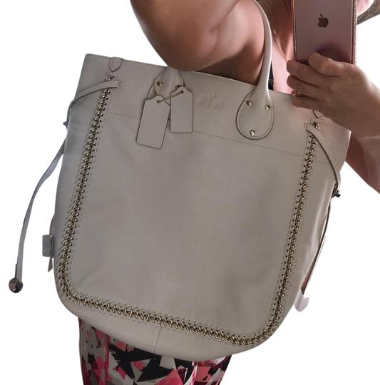 Preload https://img-static.tradesy.com/item/20119414/coach-large-white-and-gold-leather-tote-0-1-540-540.jpg