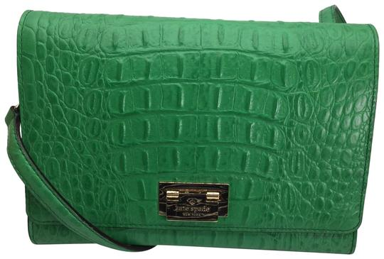 Preload https://img-static.tradesy.com/item/20119567/kate-spade-new-york-harwood-place-fiona-flap-alligator-green-leather-cross-body-bag-0-7-540-540.jpg