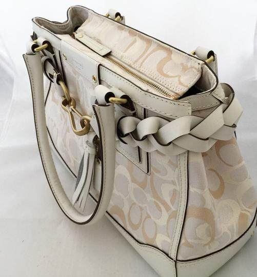 Coach Satchel in Creme