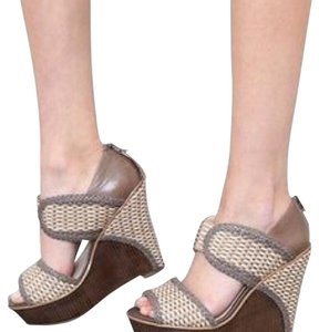 House of Harlow 1960 Taupe and Nude Wedges