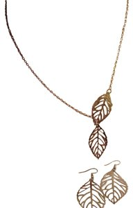 SILVER TONE LEAF PENDENT NECKLACE EARRINGS SET