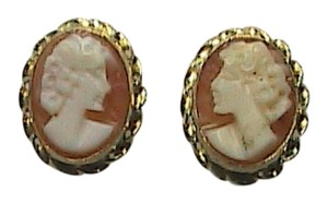 14k Yellow Gold Cameo Stud earrings