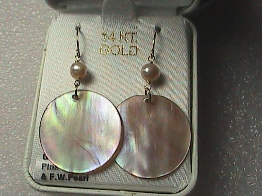 Other 14k Yellow Gold Pink Pearl & Mother of Pearl dangle Earrings Image 1