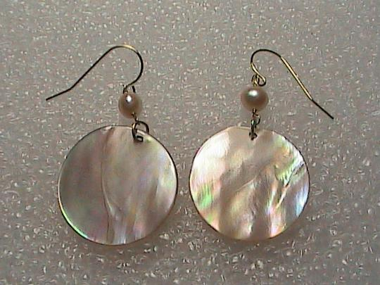 Other 14k Yellow Gold Pink Pearl & Mother of Pearl dangle Earrings Image 4
