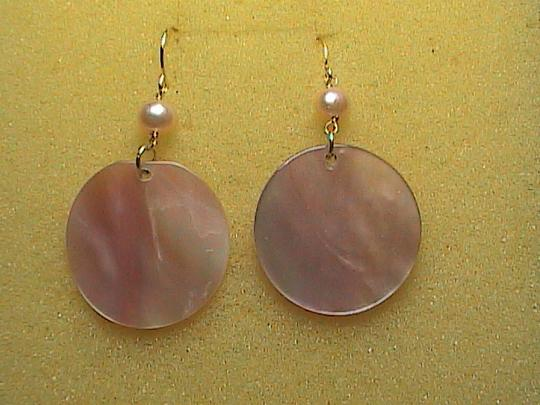 Other 14k Yellow Gold Pink Pearl & Mother of Pearl dangle Earrings Image 6