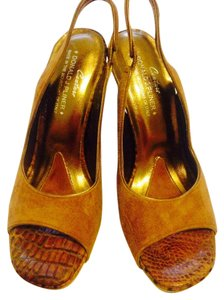 Donald J. Pliner Tan Pumps