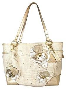 Coach Tote in Natural And Metallic
