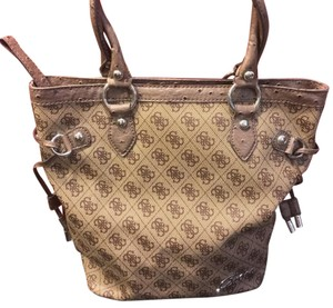 Guess Tote in Brown And Tan