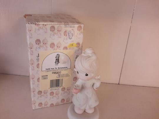 Precious Moments Precious Moments collectible porcelain-Yield not to temptation Image 1