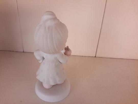 Precious Moments Precious Moments collectible porcelain-Yield not to temptation Image 2