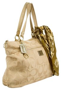 Coach Tote in Khaki gold
