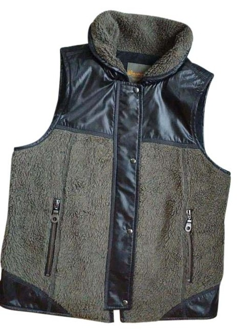 Preload https://img-static.tradesy.com/item/20124422/black-and-grey-field-garment-from-madewell-vest-size-4-s-0-1-650-650.jpg