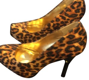 Bamboo Black and gold Pumps