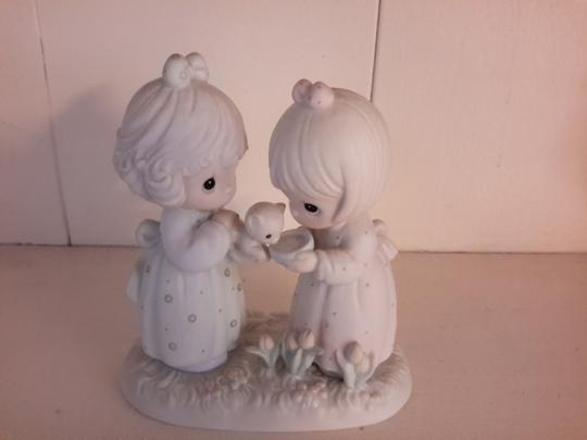 Preload https://img-static.tradesy.com/item/20124568/collectible-porcelain-decoration-0-0-540-540.jpg