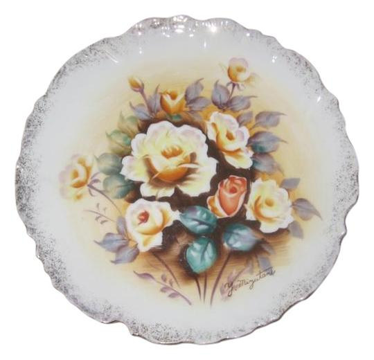 Preload https://img-static.tradesy.com/item/20124723/2-japanese-hand-painted-porcelain-gold-trim-plates-signed-0-1-540-540.jpg