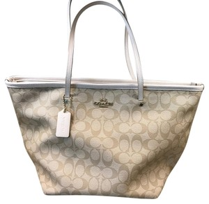 Coach Tote in Cream/white