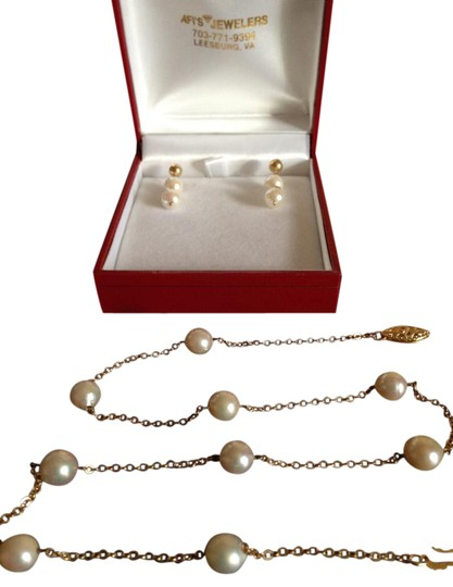 Preload https://img-static.tradesy.com/item/20125169/pearls-with-gold-cultured-freshwater-14k-chain-and-matching-earrings-necklace-0-3-540-540.jpg