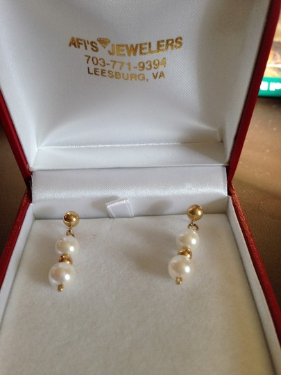 Other Cultured Freshwater pearls with 14K Gold chain and matching earrings Image 2