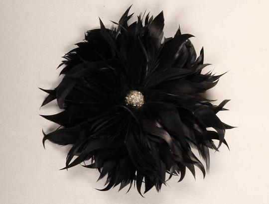 Preload https://img-static.tradesy.com/item/20126422/black-flower-hair-accessory-0-0-540-540.jpg