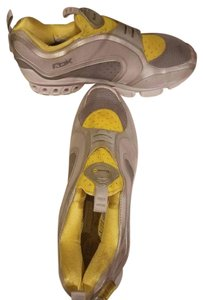 Reebok Sneaker Pump Yellow and Gray Athletic