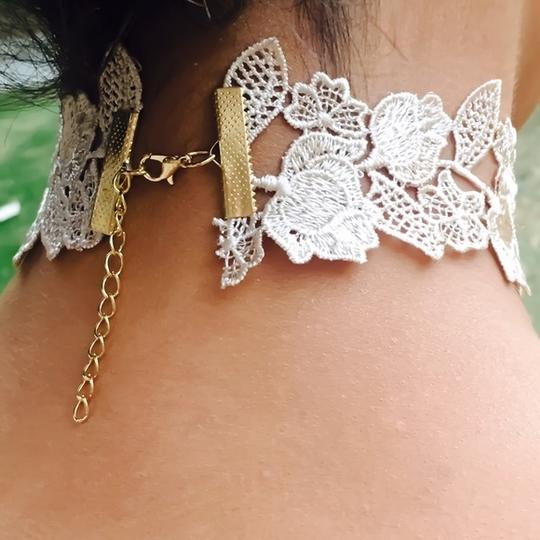 GLLAAM Adorable Choker White Lace Image 2