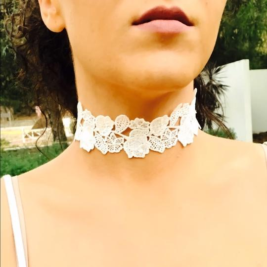 GLLAAM Adorable Choker White Lace Image 3
