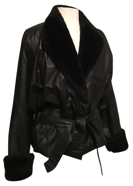 Preload https://img-static.tradesy.com/item/20128111/wilsons-leather-black-with-faux-fur-collar-and-cuffs-waist-tie-belt-leather-jacket-size-12-l-0-1-650-650.jpg