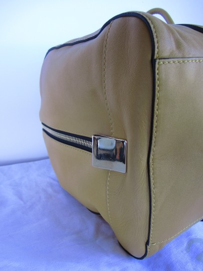Chloé Pebbled Leather Satchel in yellow Image 4