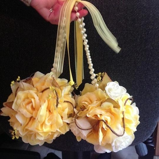 Yellow and White Pomander Balls Ceremony Decoration