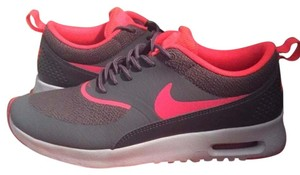 Nike Dark grey & bright pink Athletic