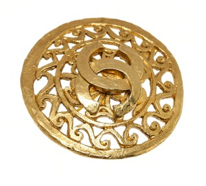 Chanel Chanel Gold Cc Logo Filigree Round Brooch 95p