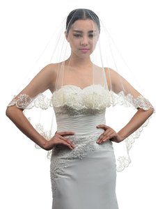 1 Layer Lace Wedding Veil 63' Size: 63